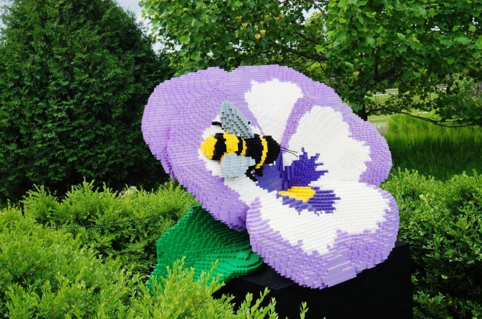 Pansy-and-bee-2 LEGO art by Sean Kenney